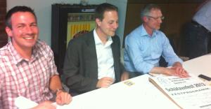 Schriftführer Tom Kruyt, Präses Tobias Beck und Kassierer Gregor Reinen (v.l.n.r) auf der Vollversammlung der Dornicker Schützen am 08. Mai 2013